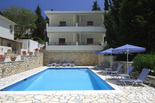 geni garden swimming pool in lefkada